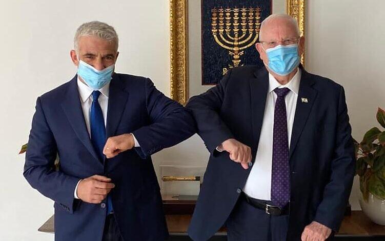 13면_(좌) 예쉬 아티드당 대표 야이르 라피드, (우) 르우벤 리블린 대통령.JPG